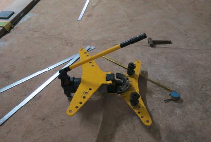 华西工匠小发明——镀锌扁铁折弯小工具